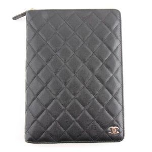 Very ❤️RARE brand new 2018 zipper agenda Chanel